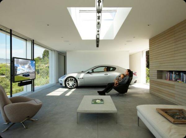 автомобиль в доме