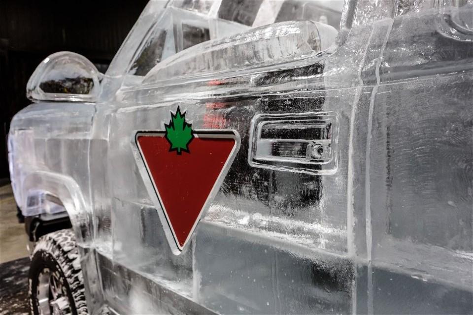 Кузов автомобиля изо льда