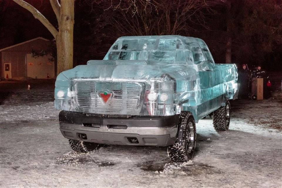 Кузов грузовика изо льда
